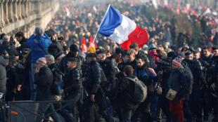 مظاهرة في باريس مناهضة لقانون إصلاح أنظمة التقاعد. 24/01/2020