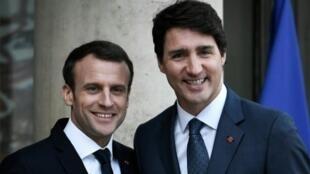 الرئيس الفرنسي إيمانويل ماكرون ورئيس الوزراء الكندي جاستن ترودو في باريس في 16 نيسان/أبريل 2018
