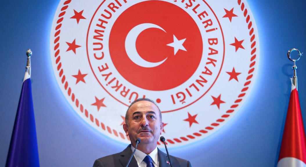 El canciller de Turquía, Mevlut Cavusoglu, durante una rueda de prensa, en Ankara, el 8 de agosto de 2019.