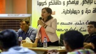 الرئيسة المشتركة للمجلس التأسيسي للنظام الفيدرالي هدية يوسف أثناء اجتماع القامشلي شمال شرق سوريا، 26 آب/أغسطس 2017