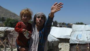 """Le montant de l'aide promis est """"remarquable"""", selon le commissaire européen Neven Mimica."""