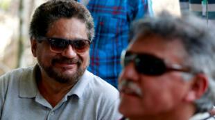 Archivo: 'Iván Márquez' y 'Jesús Santrich' hablan con los medios de comunicación durante una reunión donde ratificaban el Acuerdo de paz con el Gobierno, cerca de El Diamante, Colombia, el  21 de septiembre de 2016.