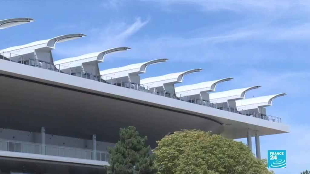 Le court central de Roland-Garros bénéficie désormais d'un toit amovible.