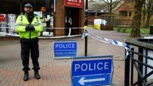 الشرطة البريطانية أمام المكان الذي تعرض فيه سكريبال وابنته للهجوم بغاز الأعصاب