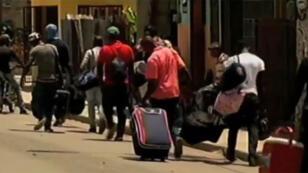 Des milliers d'Haïtiens quittent la République dominicaine faute de papiers.