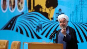 El presidente Hasan Rohani pronuncia un discurso durante la Conferencia de Logros del Gobierno en el Desarrollo de Infraestructura Rural en Teherán, Irán, el 26 de agosto de 2019.