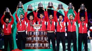 La Croatie remporte face aux Français la dernière édition de la Coupe Davis dans sa formule traditionnelle.