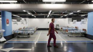 أسرة وضعت في مرآب مستشفى رمبام في حيفا حيث اقيمت وحدة خاصة تحت الأرض لمرضى كورونا في 23 أيلول/سبتمبر 2020