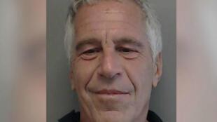 Jeffrey Epstein avait été inculpé le 8 juillet 2019 d'exploitation sexuelle de mineures et d'association de malfaiteurs en vue d'exploiter sexuellement des mineures.