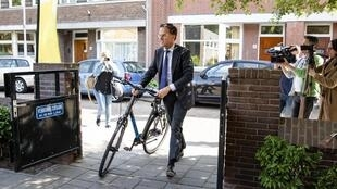 Rutte lives in the same flat he bought after graduating, drives a second-hand Saab when not cycling, and volunteers as a teacher