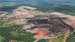 Déforestation provoquée par l'activité minière dans l'État de Mato Grosso, au Brésil.