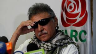 """Imagen tomada el 30 de mayo de 2019, después de que el líder del partido político FARC, alias """"Jesús Santrich"""", fuera liberado por orden de la Fiscalía, en Bogotá (Colombia)."""