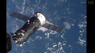 En 2014, un vaisseau-cargo russe rejoint la Station spatiale internationale.