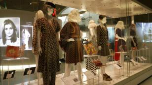 Des modèles de robes courtes et de minijupes créées par Mary Quant entre1955 et1975, exposés pour la première fois, au Victoria & AlbertMuseum de Londres, le 6avril2009.