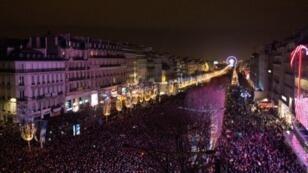 جادة الشانزيليزيه في باريس.
