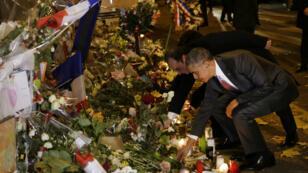 Barack Obama rendant hommage aux victimes des attentats de Paris, le 29 novembre devant le Bataclan.