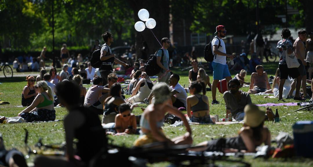 Varias personas en un parque en Londres, Reino Unido, el 30 de mayo de 2020.
