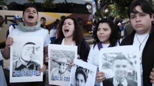 Cientos de nicaragüenses protestaron en San José, Costa Rica, contra el Gobierno del presidente Daniel Ortega el 16 de diciembre de 2018.