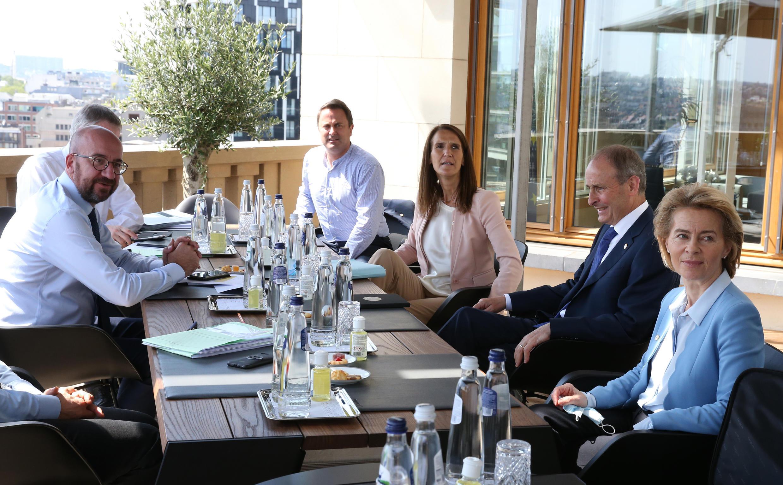 القادة الأوروبيون خلال مأدبة عشاء في بروكسل، في 19 يوليو/تموز 2020.