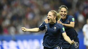 Eugénie Le Sommer célèbre son but contre la Norvège à la Allianz Riviera de Nice mercredi 12 juin.