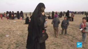 Une jihadiste française souhaitant rentrer en France, où elle a dit avoir été condamnée à de la prison.