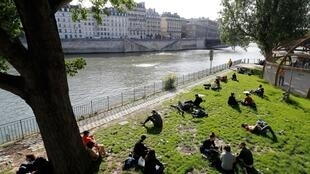 The French government has banned alcohol consumption alongside the Seine and the city's canals in a bid to dissuade merrymakers