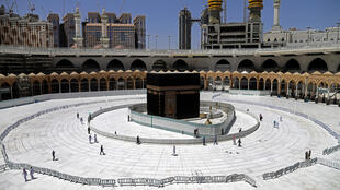 Saudi Arabia is to reopen mosques in Mecca from Sunday
