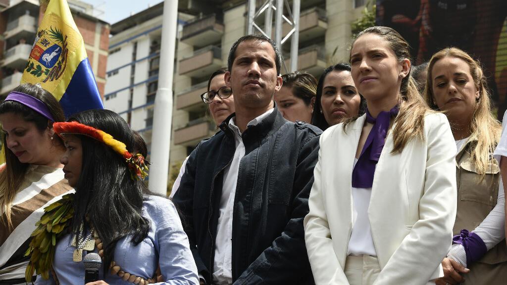 El líder de la oposición venezolana Juan Guaidó y su esposa Fabiana Rosales asisten a un mitin en el Día Internacional de la Mujer en Caracas, Venezuela, el 8 de marzo de 2019.