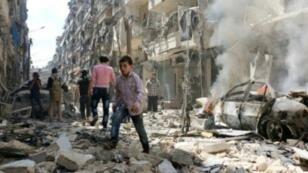 آثار قصف سابق لقوات النظام في حي الكلاسة الذي تسيطر عليه المعارضة 28 أبريل 2016