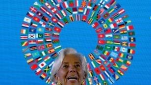 مديرة صندوق النقد الدولي كريستين لاغارد خلال مؤتمر صحافي في بالي في 13 تشرين الاول/اكتوبر.