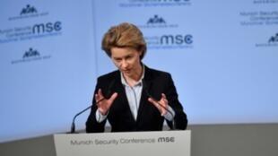 وزيرة الدفاع الألمانية أورسولا فون دير ليين تلقي كلمة في الدورة 54 لمؤتمر الأمن بميونيخ في 16 شباط/فبراير 2018