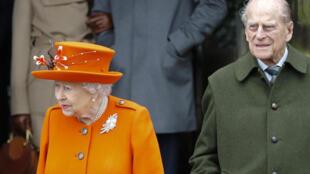 ملكة إنكلترا إليزابيث الثانية وزوجها الأمير فيليب