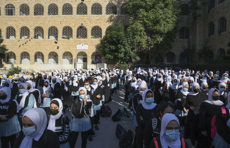 Estudiantes y profesores de la escuela secundaria para niñas Widad Nasser Eddin en Hebrón, Cisjordania ocupada, 29 de agosto de 2021