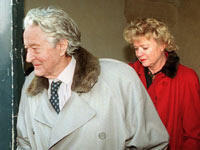 27 janvier 1998 : perquisition chez Roland Dumas, alors président du Conseil constitutionnel mis en cause dans l'affaire Elf