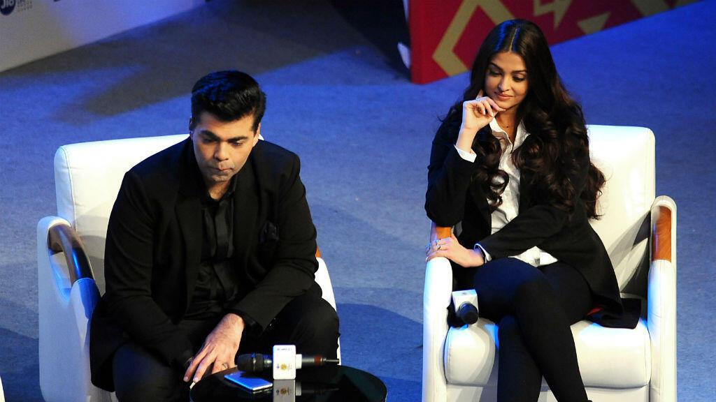 """L'actrice indienne Aishwarya Rai et le réalisateur du film """"Ce coeur est difficile"""" Karan Johar, à Mumbai, le 22 octobre 2016."""
