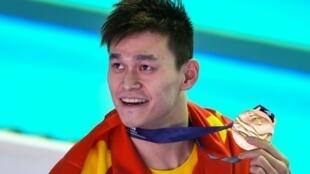 Le Chinois Sun Yang médaille d'or après la finale du 400 m nage libre aux championnats du monde de Gwangju le 21 juillet 2019