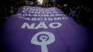 Mujeres se manifiestan contra la candidatura de Jair Bolsonaro el sábado 20 de octubre de 2018, en Sao Paulo (Brasil).