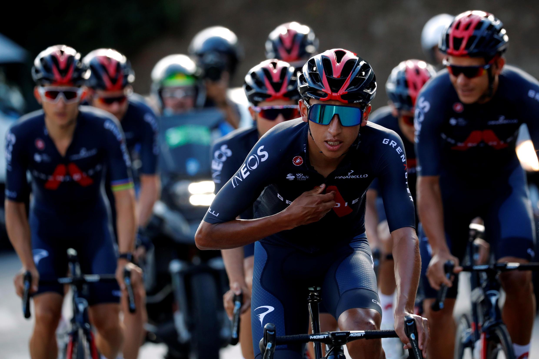 Le Colombien Egan Bernal, de l'équipe INEOS Grenadiers s'entraîne avec des coéquipiers pour le Tour de France, le 27 août 2020 à Nice.