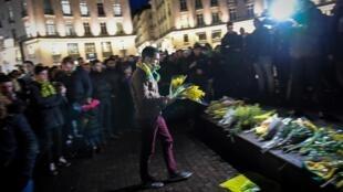 Des supporters du FC Nantes réunis en hommage au joueur argentin Emiliano Sala, le 22 janvier 2019.