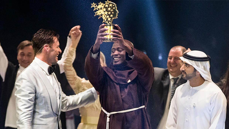 """Un profesor de ciencias de Kenia gana el """"Nobel"""" de educación"""