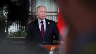El presidente ruso, Vladimir Putin, asiste a una reunión informativa para periodistas al final de la cumbre de APEC en Danang, Vietnam 11 de noviembre de 2017.