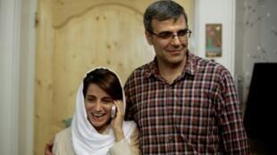 المحامية نسرين سوتوده وزوجها رضى خاندان في منزلهما بطهران في 18 أيلول/سبتمبر 2013