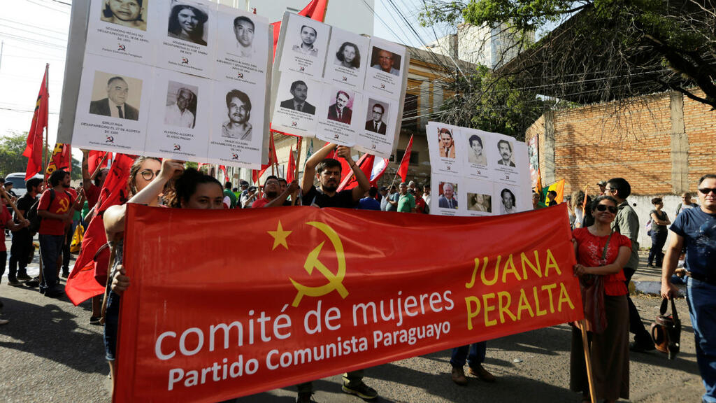 Les Paraguayens commémorent le 30eanniversaire de la fin de la dictature d'Alfredo Stroessner à Asuncion, au Paraguay, le 2février2019(image d'illustration).