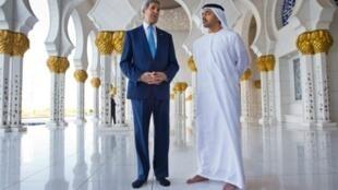 وزير الخارجية الأمريكي جون كيري ونظيره الإماراتي عبد الله بن زايد آل نهيان