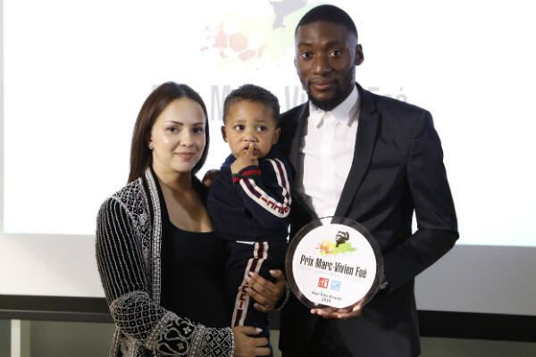 Karl Toko Ekambi a reçu le prix en présence des membres de sa femme et de son fils.