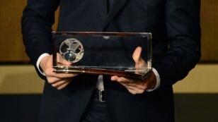 Le Prix Puskás, remis chaque année à l'auteur du plus beau but de la saison.