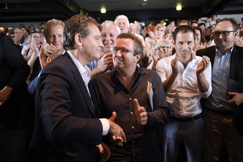 Après avoir claqué la porte du gouvernement de Manuel Valls, il rejoint le rang des frondeurs du PS, réunis ici avec Christian Paul à l'université d'été de 2016.