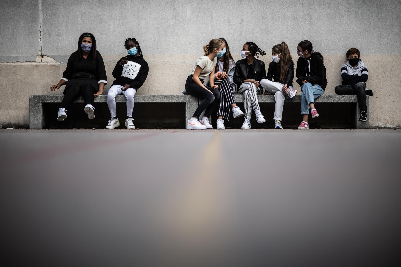 Des élèves portant un masque dans une école de Vincennes, près de Paris, le 1er septembre 2020.