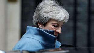 رئيسة الوزراء البريطانية تيريزا ماي في شارع بلندن، 27 آذار/مارس 2019