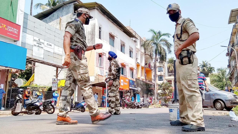 """""""Nous avons peur de nous faire frapper"""" : le confinement tendu de Français coincés en Inde"""